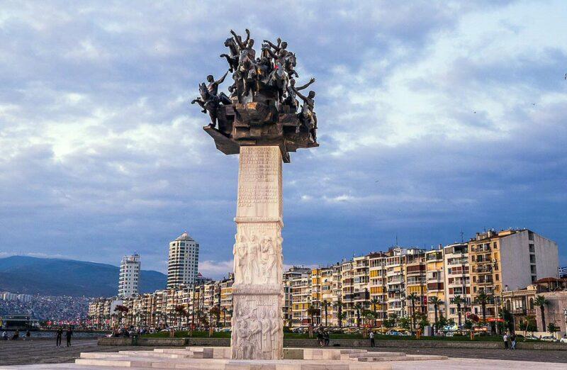 Monumento a la Guerra de la Independencia en Esmirna en Turquía