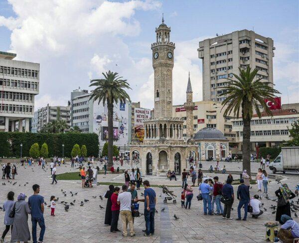 Plaza Konak en Esmirna en Turquía