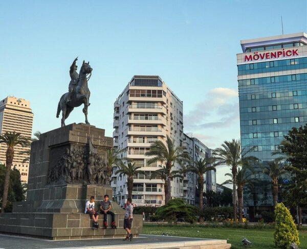 Plaza de la República en Esmirna en Turquía