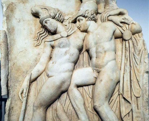 Relieve de Aquiles y Pentesilea en el museo de Afrodisias en Turquia