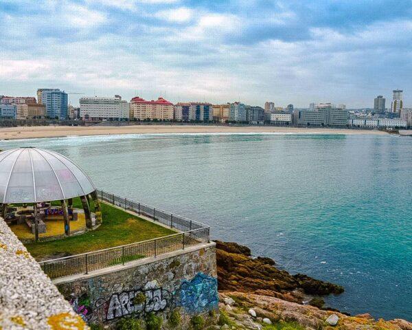 Playa de Riazor en A Coruña en Galicia