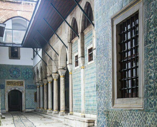 Entradas al Harén en Palacio Topkapi en Estambul
