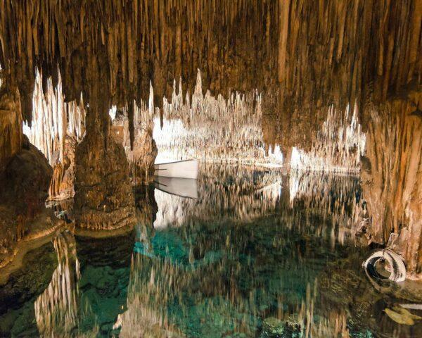 Cuevas del Drac en Mallorca @shutterstock