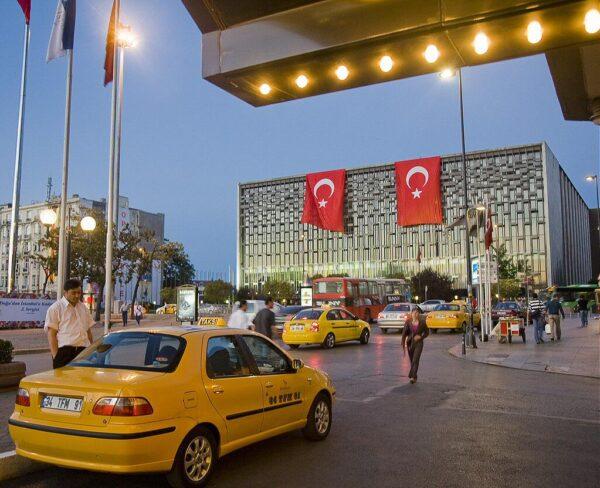 Plaza Taksim en barrio Beyoglu de Estambul