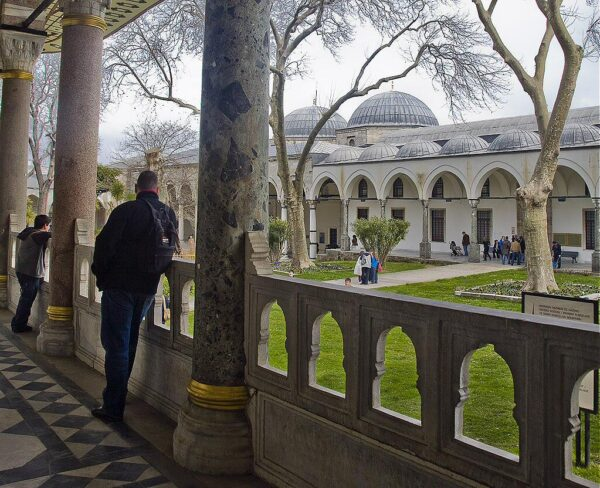 Tercer Patio en el Palacio Topkapi en Estambul