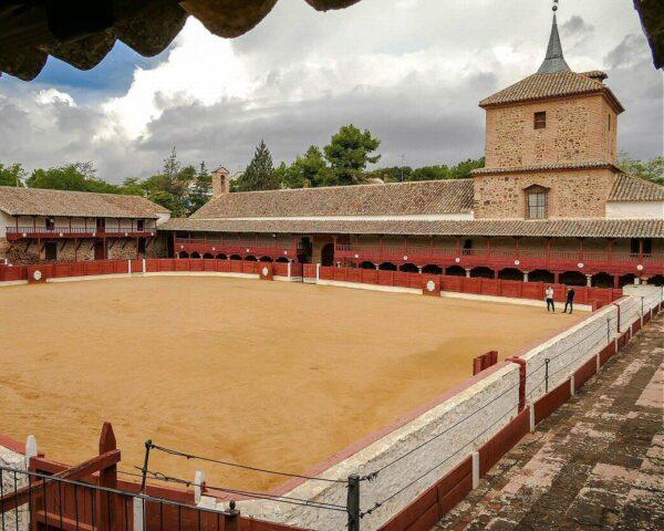Santuario y plaza de toros de Las Virtudes en Santa Cruz de Mudela