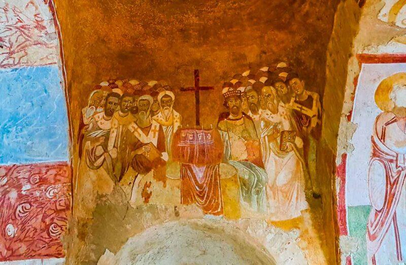 Frescos en la iglesia de San Nicolás de Myra en Demre en Turquía