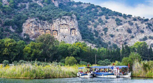 Tumbas Reales de Caunus en Dalyan en Turquía