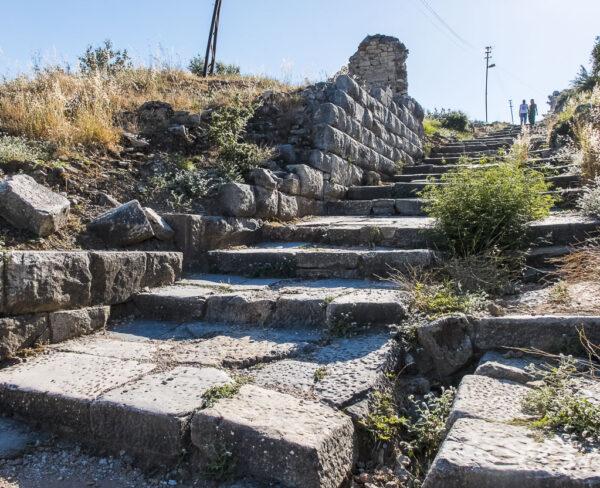Acceso a la antigua ciudad griega de Priene en Turquía
