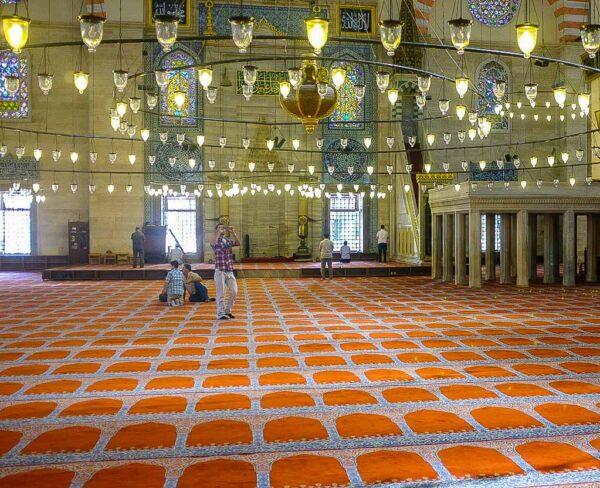 Interior de la Mezquita de Solimán en Estambul