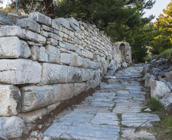 Muralla de la antigua ciudad griega de Priene en Turquía