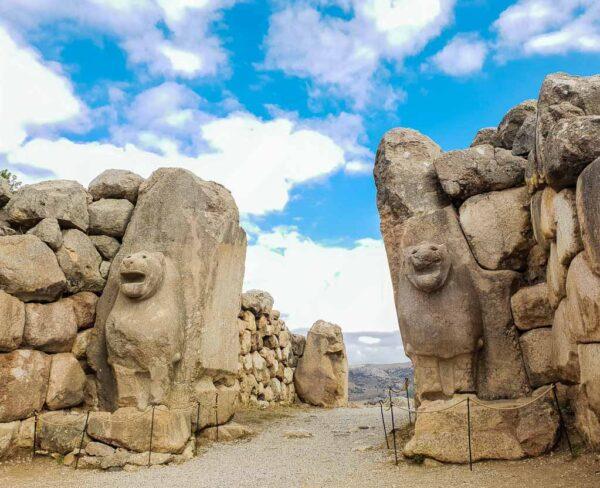 Puerta de los Leones en Hatusa en Turquía