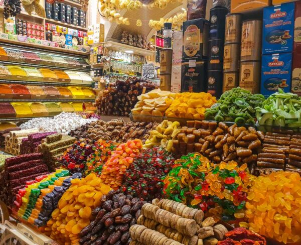 Gran Bazar Egipcio Misir Carsisi en Eminönü en Estambul