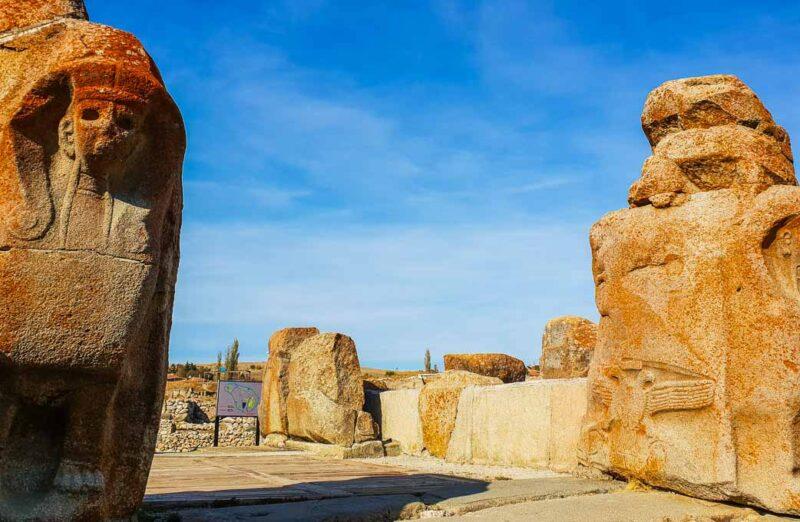Antigua ciudad hitita de Alacahöyük en Turquia