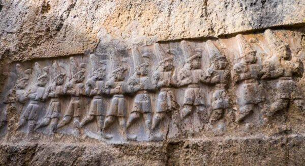 Guardianes del inframundo en Yazilikaya en Turquía
