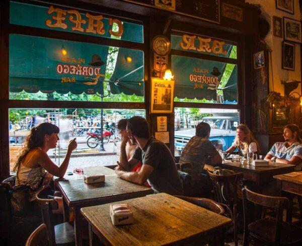 Bar Plaza Borrego en Buenos Aires