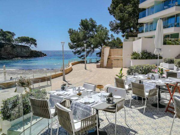 Terraza del hotel Iberostar Grand Portals Nous en Mallorca