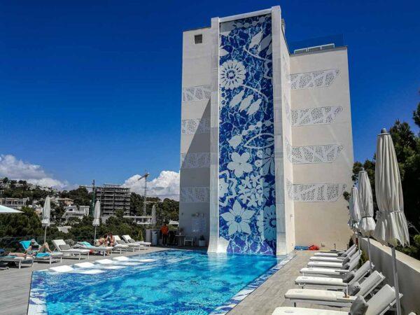 Piscina del hotel Iberostar Grand Portals Nous en Mallorca