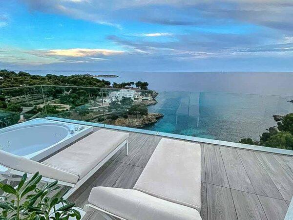 Habitación con spa en el hotel Iberostar Grand Portals Nous en Mallorca