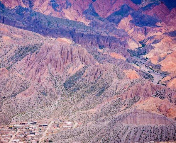 Paisajes de colores en Quebrada de Humahuaca en Argentina