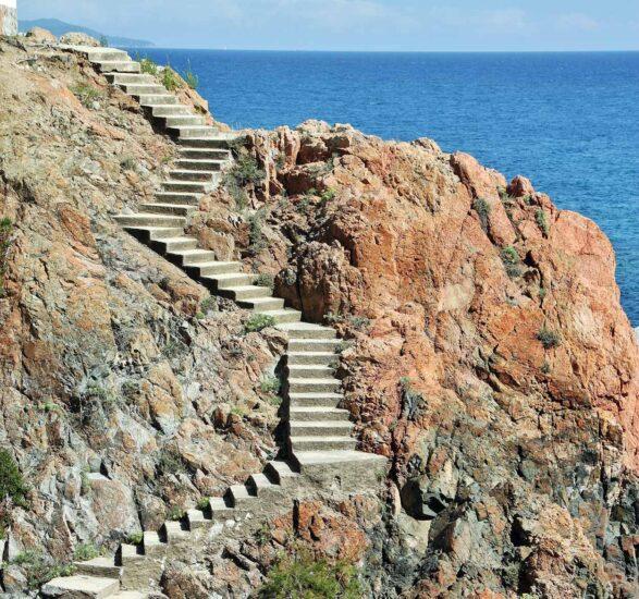 Acceso a cala en Camino de Ronda de S´Agaro en Costa Brava