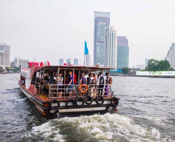 Navegar por el río Chao Phraya en Bangkok