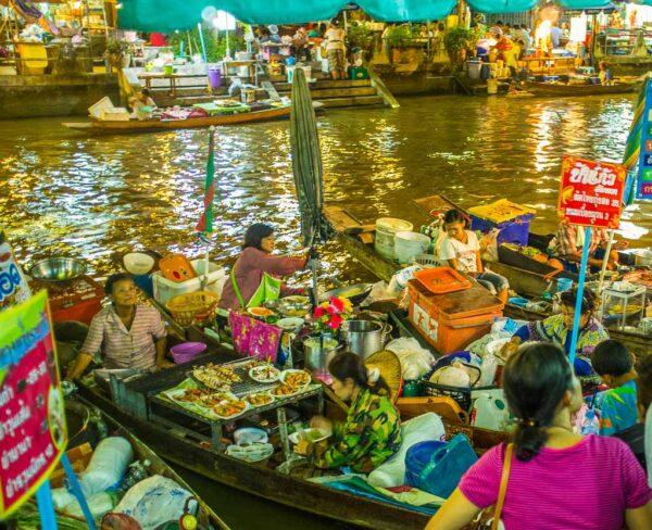 Mercado flotante de Amphawa en Bangkok