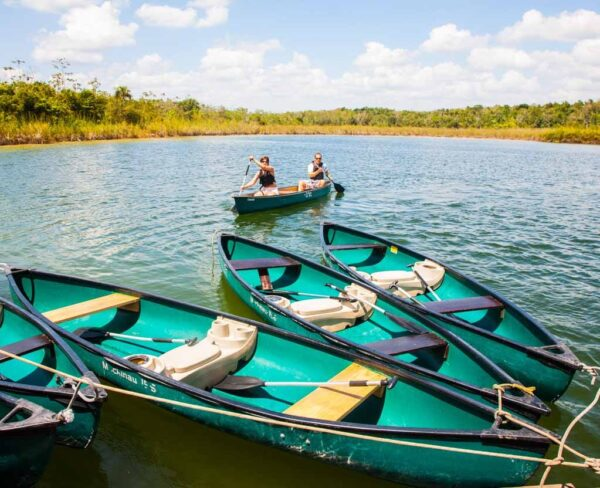 Piraguismo en la Laguna Pac Chen en Riviera Maya