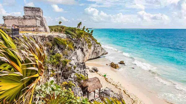 Ciudad maya de Tulum en Riviera Maya en México