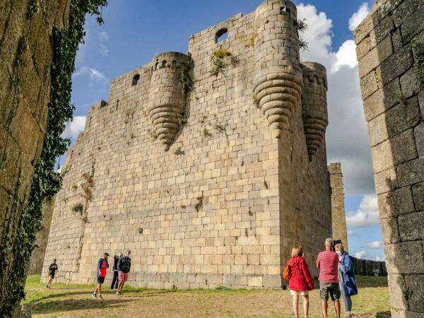 Castillo de Castro Caldelas en Ribeira Sacra en Orense