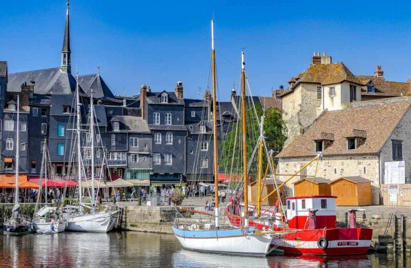 Puerto antiguo de Honfleur en Normandía